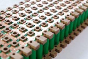 Foto von Batterieverbindungen aus Kupfer