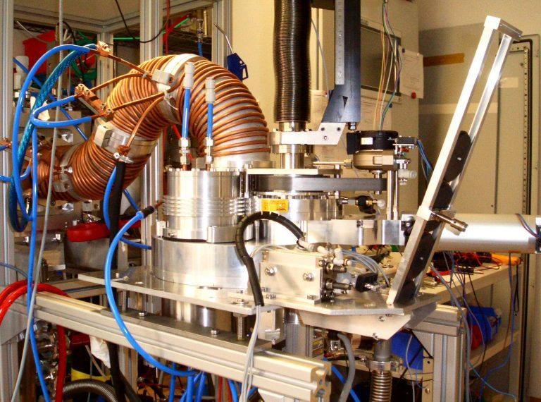 Foto einer High Current Arc - Pulsstromquelle